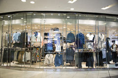 Ασιατική Κίνα, Πεκίνο, Wangfujing, εμπορικό κέντρο APM, εσωτερικό κατάστημα σχεδίου, Στοκ εικόνα με δικαίωμα ελεύθερης χρήσης