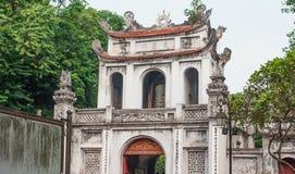 Ασιατική κινεζική παραδοσιακή πύλη με το κουδούνι Στοκ Φωτογραφίες