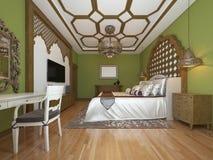Ασιατική κρεβατοκάμαρα στο αραβικό ύφος, με ξύλινο headboard και πράσινους τοίχους Μονάδα TV, πίνακας επιδέσμου, πολυθρόνα με το  απεικόνιση αποθεμάτων