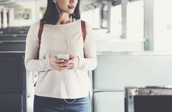 Ασιατική κυρία Traveling Commute Train Concept Στοκ φωτογραφία με δικαίωμα ελεύθερης χρήσης