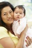 ασιατική μητέρα μωρών Στοκ Φωτογραφίες