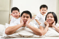 ασιατική οικογένεια σπ&omicr Στοκ εικόνα με δικαίωμα ελεύθερης χρήσης