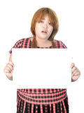 Ασιατική παχουλή γυναίκα που στέκεται με το κενό οριζόντιο κενό έγγραφο μέσα Στοκ Φωτογραφία