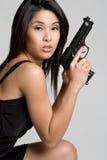 ασιατική προκλητική γυναίκα πυροβόλων όπλων στοκ φωτογραφία με δικαίωμα ελεύθερης χρήσης