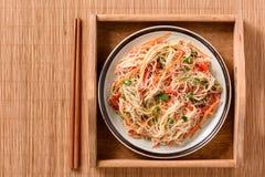 Ασιατική σαλάτα με τα νουντλς και τα λαχανικά ρυζιού Στοκ φωτογραφία με δικαίωμα ελεύθερης χρήσης