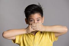 Ασιατική σκέψη αγοριών Στοκ φωτογραφία με δικαίωμα ελεύθερης χρήσης