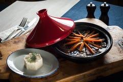 Ασιατική σούπα με τους ρόλους ρυζιού και ψωμιού με τους σπόρους σουσαμιού Στοκ φωτογραφίες με δικαίωμα ελεύθερης χρήσης