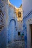 Ασιατική στενή οδός με τα μπλε σπίτια σε Medina, Hammamet Τυνησία Στοκ Φωτογραφία
