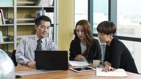 Ασιατική συνάντηση διοικητικών συνεργατών στην αρχή φιλμ μικρού μήκους