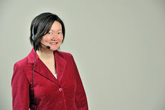 ασιατική τηλεφωνική γυναίκα επιχειρησιακών κασκών Στοκ Εικόνες