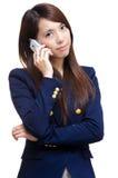 ασιατική τηλεφωνική γυναίκα κλήσης Στοκ φωτογραφία με δικαίωμα ελεύθερης χρήσης