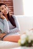ασιατική τηλεφωνική γυναίκα Στοκ φωτογραφία με δικαίωμα ελεύθερης χρήσης