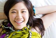 Ασιατική χαλάρωση γυναικών στοκ εικόνα