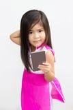 Ασιατική χρήση κοριτσιών κινητή Στοκ Φωτογραφίες