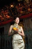 ασιατική όμορφη γυναίκα cheongsam στοκ φωτογραφίες