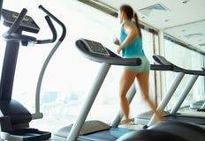 ασιατική όμορφη καυκάσια κινεζική λεσχών ευτυχής υγεία γυμναστικής ικανότητας έθνους θηλυκή που στο εσωτερικό οι μικτές πρότυπες  Στοκ Εικόνες