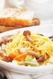 Ασιατική noodle σούπα με τα μανιτάρια και τα λαχανικά Στοκ Φωτογραφία