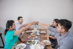 Ασιατικοί λαοί που έχουν το μεσημεριανό γεύμα στοκ φωτογραφία με δικαίωμα ελεύθερης χρήσης