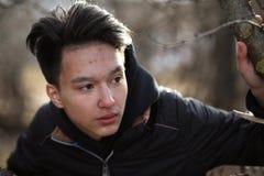 Ασιατικός έφηβος αγοριών στη φύση Στοκ φωτογραφίες με δικαίωμα ελεύθερης χρήσης