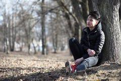 Ασιατικός έφηβος αγοριών στη φύση Στοκ εικόνες με δικαίωμα ελεύθερης χρήσης