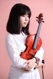 Ασιατικός έφηβος με το βιολί Στοκ Φωτογραφία