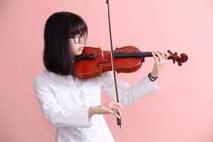 Ασιατικός έφηβος με το χαμόγελο γυαλιών βιολιών Στοκ Εικόνες