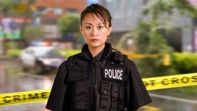 Ασιατικός αμερικανικός αστυνομικός γυναικών στη σκηνή εγκλήματος στοκ εικόνα με δικαίωμα ελεύθερης χρήσης