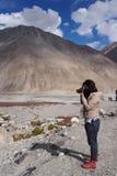 Ασιατικός γυναικείος ταξιδιώτης στοκ εικόνα