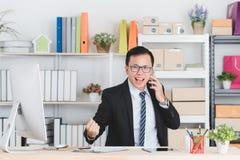 Ασιατικός επιχειρηματίας στο γραφείο στοκ φωτογραφίες με δικαίωμα ελεύθερης χρήσης