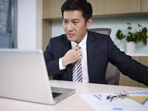 Ασιατικός επιχειρηματίας στοκ εικόνες