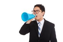 Ασιατικός επιχειρηματίας annouce με megaphone Στοκ Εικόνα