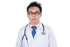 Ασιατικός κινεζικός ματαιωμένος αρσενικό γιατρός με το στηθοσκόπιο Στοκ Εικόνες