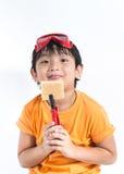 Ασιατικός μηχανικός παιχνιδιού αγοριών Στοκ εικόνες με δικαίωμα ελεύθερης χρήσης