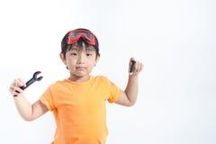 Ασιατικός μηχανικός παιχνιδιού αγοριών Στοκ Εικόνα