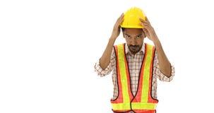 Ασιατικός μηχανικός που φορά ένα κίτρινο κράνος, έννοια για την ασφάλεια πρώτα απόθεμα βίντεο