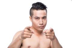 Ασιατικός νέος αθλητής το τέλειο σώμα ικανότητας που απομονώνεται με στο μόριο Στοκ φωτογραφία με δικαίωμα ελεύθερης χρήσης