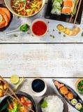 Ασιατικός πίνακας τροφίμων με το διάφορο είδος κινεζικών τροφίμων Στοκ φωτογραφίες με δικαίωμα ελεύθερης χρήσης