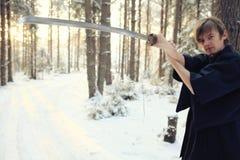 Ασιατικός πολεμιστής πολεμικών τεχνών στη χειμερινή κατάρτιση Στοκ εικόνες με δικαίωμα ελεύθερης χρήσης