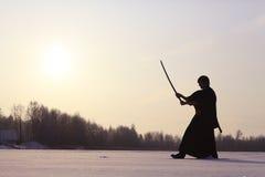Ασιατικός πολεμιστής πολεμικών τεχνών στη χειμερινή κατάρτιση Στοκ εικόνα με δικαίωμα ελεύθερης χρήσης