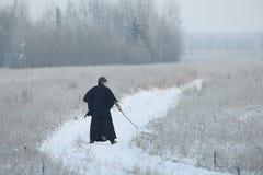 Ασιατικός πολεμιστής πολεμικών τεχνών στη χειμερινή κατάρτιση Στοκ Εικόνα