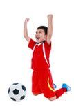 Ασιατικός ποδοσφαιριστής που παρουσιάζει βραχίονα επάνω στη χειρονομία Δράση του νικητή ή Στοκ φωτογραφία με δικαίωμα ελεύθερης χρήσης