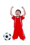 Ασιατικός ποδοσφαιριστής που παρουσιάζει βραχίονα επάνω στη χειρονομία Δράση του νικητή ή Στοκ Εικόνες