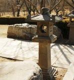 Ασιατικός πόλος φωτισμού πετρών στον κήπο Στοκ Φωτογραφίες