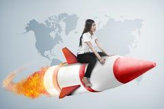 Ασιατικός πύραυλος γύρου επιχειρησιακών γυναικών πετώντας Στοκ Εικόνα