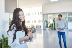 Ασιατικός σπουδαστής με τα βιβλία Στοκ φωτογραφία με δικαίωμα ελεύθερης χρήσης