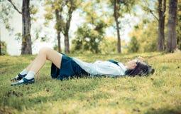 Ασιατικός ταϊλανδικός εφηβικός θηλυκός σπουδαστής μαθητριών στο γυμνάσιο unif Στοκ Εικόνες