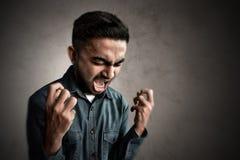 Ασιατικό άτομο που κραυγάζει και τρελλό Στοκ εικόνα με δικαίωμα ελεύθερης χρήσης