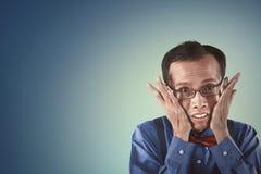 Ασιατικό άτομο nerd που φαίνεται ντροπαλό Στοκ φωτογραφία με δικαίωμα ελεύθερης χρήσης