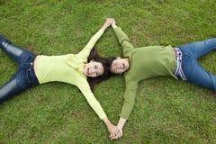 ασιατικό ζεύγος ευτυχέ&sig στοκ φωτογραφία με δικαίωμα ελεύθερης χρήσης