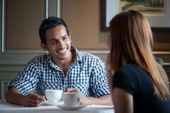 ασιατικό ζεύγος που έχει το τσάι Στοκ Εικόνες